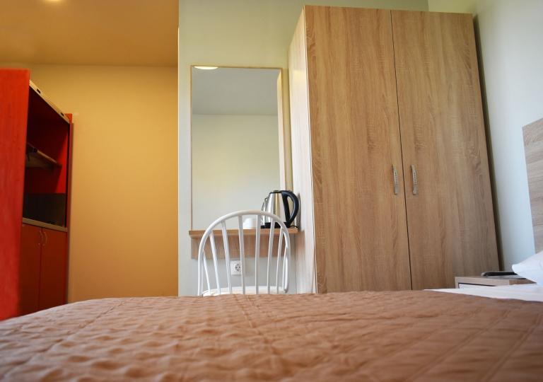 GARDEN ROOMS - ROOM 01